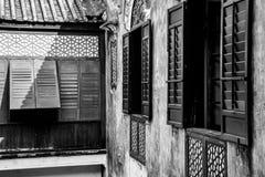 Janelas tradicionais chinesas na cor preto e branco imagem de stock