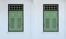 Janelas verdes do vintage Fotografia de Stock