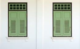 Janelas verdes do vintage Imagem de Stock Royalty Free