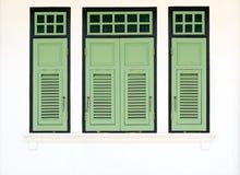 Janelas verdes do vintage Fotografia de Stock Royalty Free