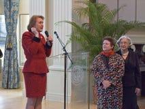 Janet McCain Huckabee och annan Arkansas första damtoalett av tillståndscapitalen av Arkansas talar på luncheonen Royaltyfria Foton