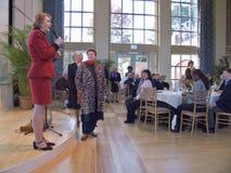 Janet McCain Huckabee y otras señoras de Arkansas primeras de la Capital del Estado de Arkansas habla en el alumerzo Foto de archivo libre de regalías