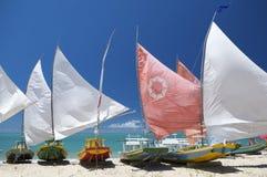 Jangada żaglówek brazylijczyka Tradycyjna plaża Zdjęcie Royalty Free