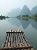 Jangada do rio, da montanha e do bambu Fotografia de Stock Royalty Free