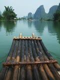Jangada do rio, da montanha e do bambu Imagem de Stock