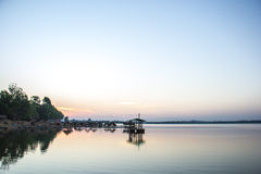 Jangada, rio, água, paz e silêncio, o céu, o índigo Foto de Stock Royalty Free