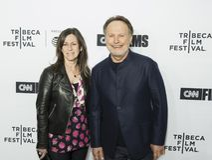 Janice Crystal och Billy Crystal på premiären av `-förälskelse, Gilda, ` på den Tribeca filmfestivalen Royaltyfria Foton