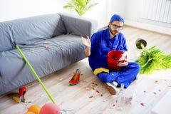 Janitor ο καθαρισμός βρωμίζει Στοκ Φωτογραφία