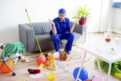 Janitor ο καθαρισμός βρωμίζει Στοκ φωτογραφίες με δικαίωμα ελεύθερης χρήσης