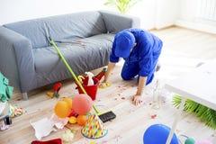 Janitor ο καθαρισμός βρωμίζει Στοκ εικόνες με δικαίωμα ελεύθερης χρήσης