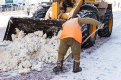 Janitor czyści ulicę śnieg Obraz Stock