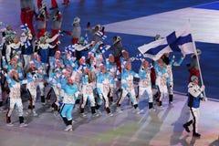 Janne Ahonyen, der die Flagge von Finnland die finnische Olympiamannschaft beim PyeongChang führend 2018 Winterolympiade trägt Stockfotos