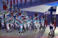 Janne Ahonyen, der die Flagge von Finnland die finnische Olympiamannschaft beim PyeongChang führend 2018 Winterolympiade trägt Stockfoto
