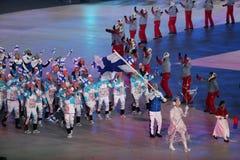 Janne Ahonyen, der die Flagge von Finnland die finnische Olympiamannschaft beim PyeongChang führend 2018 Winterolympiade trägt Stockfotografie