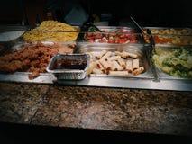 Jantar afastado do almoço do molho do vegetal de salada de frango do alimento Imagem de Stock Royalty Free