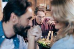 jantar antropófago considerável e vista de pares no amor imagens de stock royalty free