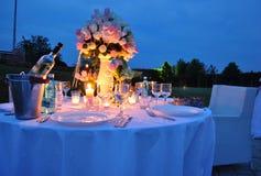 Jantar ao ar livre romântico Fotografia de Stock