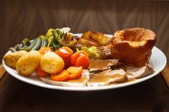 Jantar britânico tradicional da carne assada imagem de stock royalty free