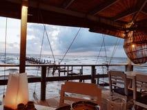 Jantar com opinião do mar Imagens de Stock