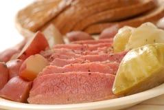 Jantar da carne em lata e do repolho fotografia de stock