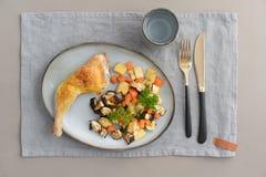 Jantar da galinha com vegetais foto de stock royalty free