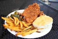 Jantar da galinha fritada com lados foto de stock