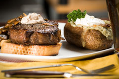 Jantar do bife e da batata Fotos de Stock Royalty Free