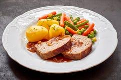 Jantar do Meatloaf, das batatas, e dos legumes misturados fotografia de stock royalty free
