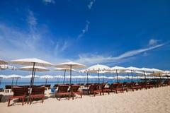 Jantar no por do sol na praia em Tailândia Imagem de Stock