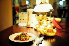 Jantar no restaurante Imagens de Stock Royalty Free