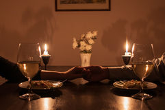 Jantar romântico da luz da vela Imagem de Stock Royalty Free