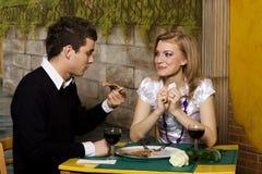 Jantar romântico na pizaria Fotos de Stock