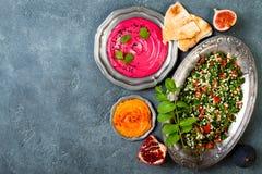 Jantar tradicional do Oriente Médio Culinária árabe autêntica Alimento do partido de Meze Vista superior, configuração lisa fotografia de stock