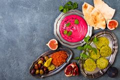 Jantar tradicional do Oriente Médio Culinária árabe autêntica Alimento do partido de Meze Vista superior, configuração lisa imagens de stock royalty free