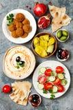 Jantar tradicional do Oriente Médio Culinária árabe autêntica Alimento do partido de Meze Vista superior, configuração lisa, aére foto de stock royalty free