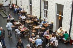Jantares no restaurante em Chester Beatty Musuem em Dublin imagem de stock