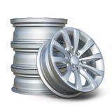 Jantes de pneu d'alliage de voiture d'isolement sur le fond blanc Photographie stock