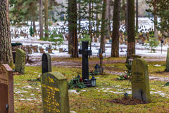 22. Januar 2017: Finanzanzeigen im Skogskyrkogarden-Friedhof I Stockbild