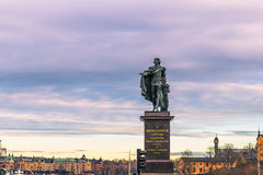 21. Januar 2017: Statue Gustav III durch den königlichen Palast des Vorrates Lizenzfreie Stockbilder