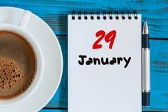 29. Januar Tag 29 des Monats, Kalender auf Herausgeberarbeitsplatzhintergrund Winter am Arbeitskonzept Leerer Platz für Text Lizenzfreies Stockbild