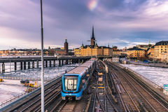 21. Januar 2017: U-Bahneisenbahn in der alten Stadt von Stockholm, S Stockbild