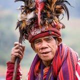 JANUAR: Unbekannter alter ifugao Mann im Nationalkostüm nahe bei Reisterrassen am 24 Lizenzfreie Stockfotografie