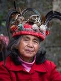 JANUAR: Unbekannter alter ifugao Mann im Nationalkostüm nahe bei Reisterrassen am 24 Lizenzfreies Stockbild