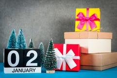 2 januari Beeld 2 dag van januari-maand, kalender bij Kerstmis en nieuwe jaarachtergrond met giften en weinig Kerstmis Royalty-vrije Stock Foto
