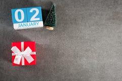 2 januari Beeld 2 dag van Januari-maand, kalender met Kerstmisgift en Kerstmisboom Nieuwe jaarachtergrond met leeg Stock Afbeeldingen