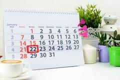 22 januari Dag 22 van maand op witte kalender, dichtbij een kop van c Stock Afbeeldingen