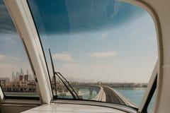 3 Januari 2019 Fotografie van de Palmeiland van Doubai van binnenuit de trein, Verenigde Arabische Emiraten wordt gezien die royalty-vrije stock foto's