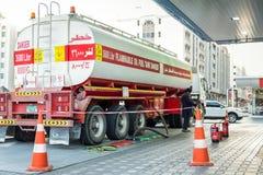 17 Januari, 2018: fyllning för tankfartyg 36000 liter brännbar för olje- bränsle arkivfoto