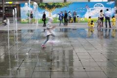 21 januari, 2015, Hong Kong: het langzame snelheidsblind toont Kinderen Royalty-vrije Stock Fotografie