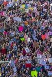 21 JANUARI, 2017, LOS ANGELES, CA De luchtmening van 750.000 neemt aan Maart van Vrouwen deel, activisten die Donald J protestere Stock Fotografie